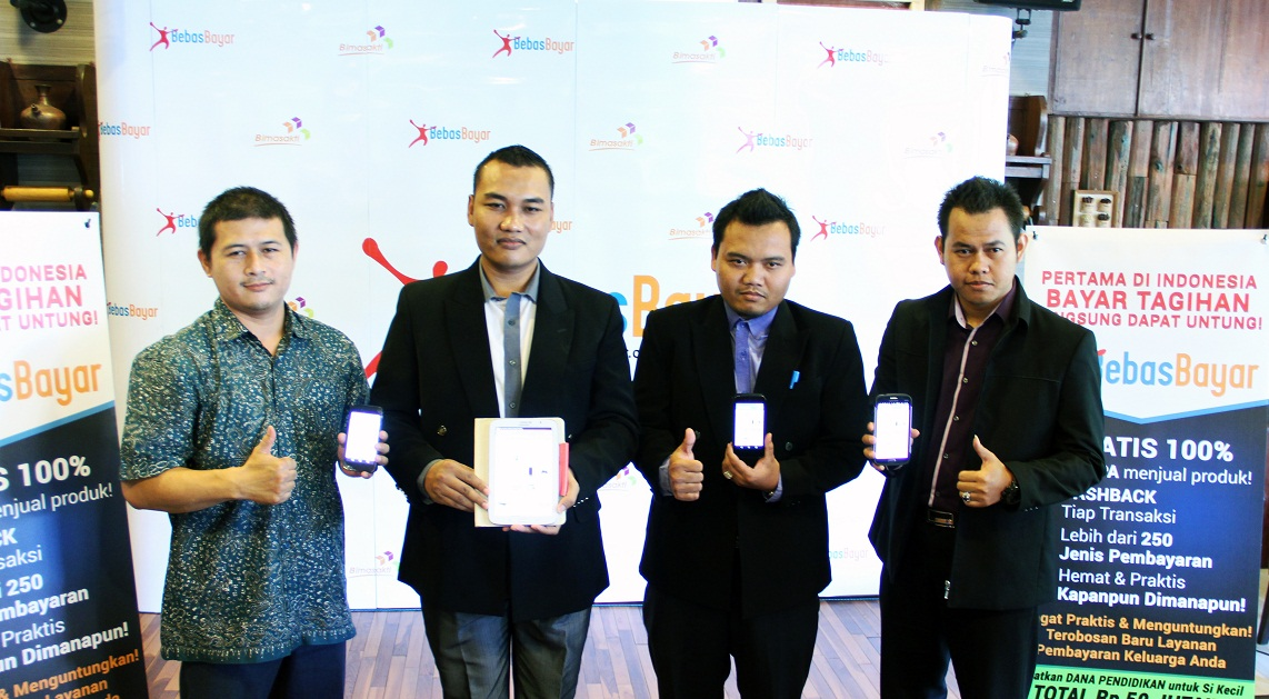 DARI KIRI: Alfon Wicaksi General Manager E-Commerce Business, Didin Noor Ali Direktur Commercial and Partnership, Suroto Deputy Director, Artemio Direktur Operations & Services PT Bimasakti Multi Sinergi saat soft launching BebasBayar,  Senin (12/10) di Surabaya.